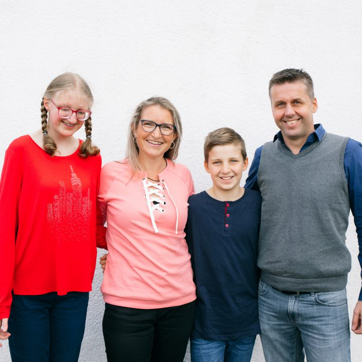 NL1120---The-blessing-family-is-a-happy-family-van-leeuwen